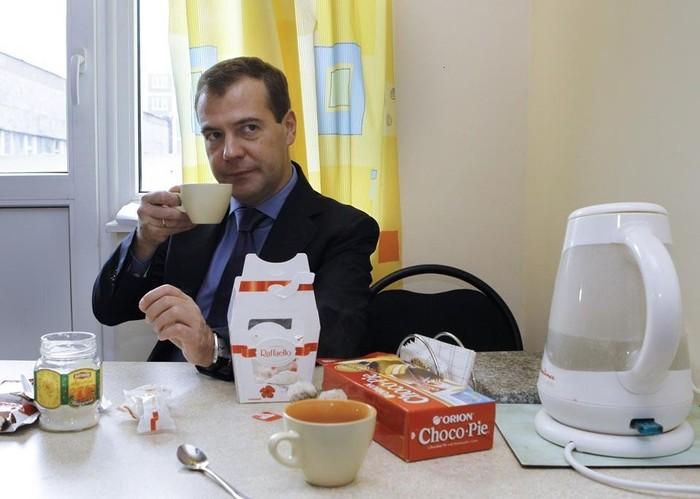 В доме сижу чай пью
